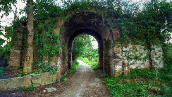 Tận mục tòa thành cổ bí ẩn trên đất Hòa Bình