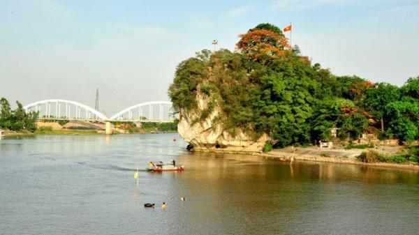 """Khám phá """"núi thơ"""" di tích quốc gia đặc biệt ở Ninh Bình"""