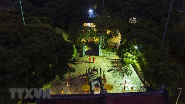 Ninh Bình: Khám phá vẻ đẹp cổ kính của quần thể khu di tích cố đô Hoa Lư về đêm
