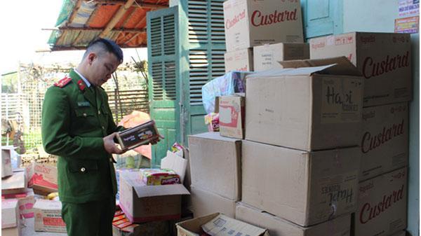 Công an Điện Biên thu giữ hàng trăm hộp bánh quá hạn sử dụng