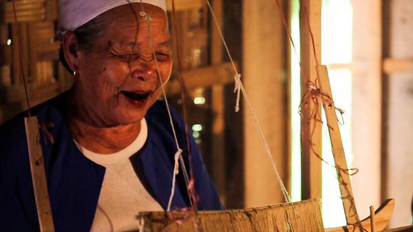 Về Hòa Bình, nghe những câu chuyện huyền bí và ly kỳ về tục nhuộm răng đen của người Mường
