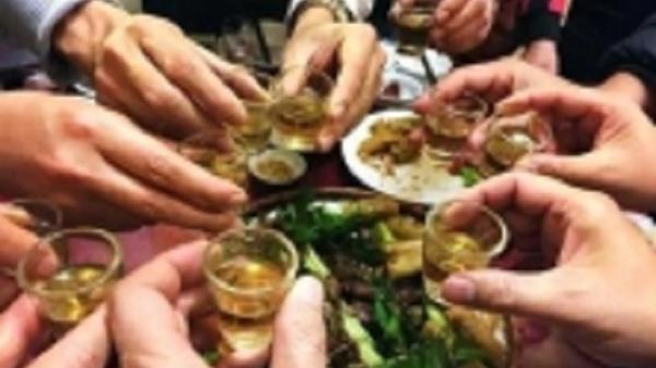 Ăn nhậu trong khu cách ly, 9 người bị xử phạt 70 triệu đồng