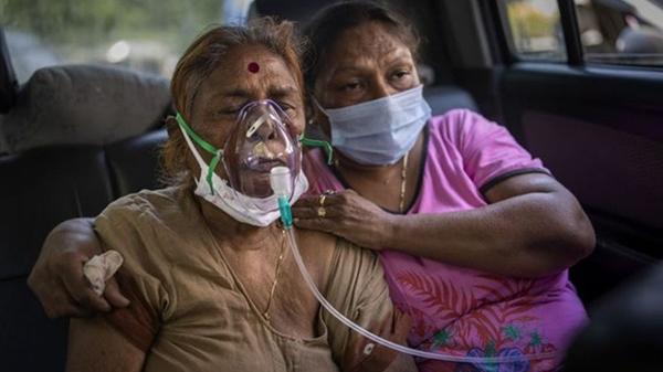 """Biến chủng chứa """"đột biến kép"""" đang càn quét Ấn Độ nguy hiểm như thế nào?"""