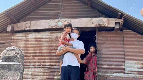 Ông Đoàn Ngọc Hải vừa quyết định không đòi lại tiền nữa, tiếp tục xây nhà cho người nghèo
