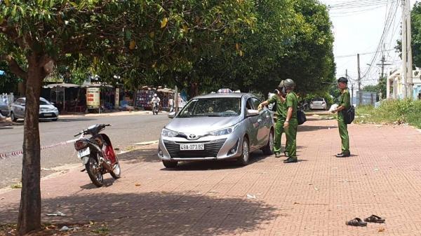 Giành khách trước cổng bệnh viện, tài xế taxi đâm chết đồng nghiệp