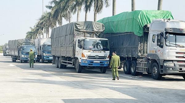 """14 xe tải chở 300 tấn hàng lậu bị bắt tại Hải Dương đã """"lọt qua"""" cửa khẩu nào?"""