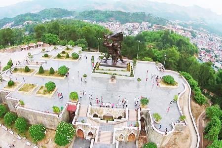Tượng đài chiến thắng Điện Biên Phủ nhìn từ trên cao