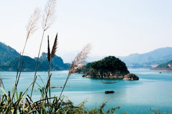 """Thung Nai là một điểm đến tuyệt vời, nó được ví như """"Vịnh Hạ Long trên cạn"""""""